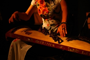 The Đàn Tranh - Vietnamese long zither's